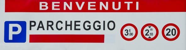 Italienskt tecken för gata för parkeringsgarage Arkivfoto