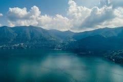 Italy科莫湖寄生虫空气寄生虫夏天照片 库存图片