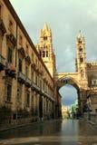 italy łękowata katedralna ulica Palermo góruje Obrazy Stock