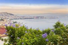 italy Bay City dimmig italy liggandemorgon naples Beskåda av staden överst Staden landskap i en solig dag Royaltyfri Foto