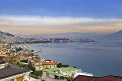 italy Bay City dimmig italy liggandemorgon naples Beskåda av staden överst Staden landskap i en solig dag Royaltyfria Bilder