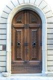 Italy Florença Porta de madeira velha com intercomunicador Imagens de Stock Royalty Free