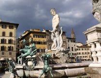 italy Florence stadsgator Springbrunn av Neptun i piazzadellaen Signoria Arkivfoton