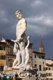 italy Florence stadsgator Springbrunn av Neptun i piazzadellaen Signoria Arkivfoto