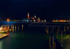 italy Härliga nattsikter av Venedig Venedig nattcityscape Venedig nattlandskap med reflexioner Royaltyfria Foton