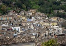 italy modica sicily Sikt av det gamla centret arkivbilder