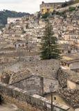 italy modica sicily Sikt av det gamla centret royaltyfria bilder
