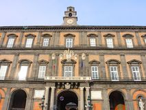 italy napoli Landskap på den berömda Royal Palace av Naples royaltyfria bilder
