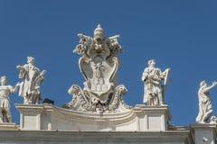 Italy O templo antigo e as esculturas em um telhado Imagem de Stock Royalty Free
