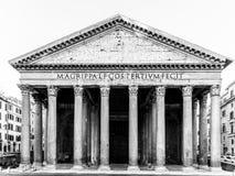 italy panteon Rome Frontowy widok portyk z klasycznymi kolumnami obrazy stock