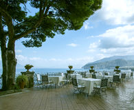 Italy Restaurante confortável na frente marítima Foto de Stock Royalty Free