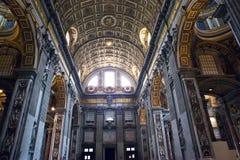 Italy roma vatican Basílica do St Peter Vista interna imagens de stock