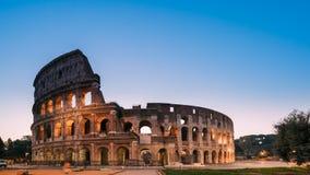 italy rome Colosseum också som är bekant som Flavian Amphitheatre In Night Time arkivfilmer