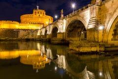 italy rome Ponte Sant Angelo, Castel Sant Angelo och Tiber Riv Royaltyfria Bilder