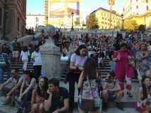 italy rome spanjormoment Turister på momenten från Piazza Kvadrera di Spagna Spanien royaltyfri foto