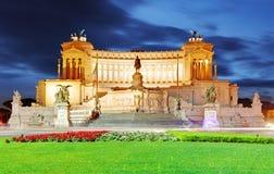italy rome Vittoriano med den gigantiska rid- statyn av konungen Arkivbild