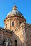 italy Sicilien ö Palermo stad Domkyrka på solnedgången Arkivfoton