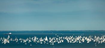 italy trieste Över 2000 av seglar fartyget i Adriatiskt havet under den Barcolana regattan 2017 De störst seglar fartygregata i Royaltyfri Bild