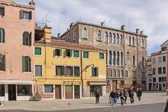 italy Venedig Gator och fyrkanter Arkivfoto