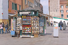 italy Venedig Karnevalmaskeringar och hattar souvenir Arkivfoto