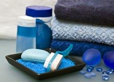 Items azules del cuarto de baño Foto de archivo libre de regalías