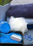 Items azules del cuarto de baño Imagen de archivo