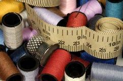 Items relacionados de costura Imágenes de archivo libres de regalías