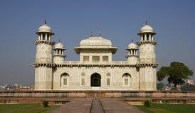 Itimad-ud-Daulah eller behandla som ett barn Taj i Agra, Indien Royaltyfri Bild