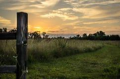 Itinéraire aménagé pour amateurs de la nature au coucher du soleil Photo libre de droits