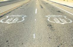 Itinéraire 66 de signe de trottoir photo stock