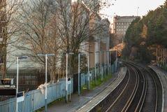 Itinéraire de train dans la station de pont de Kew photos libres de droits