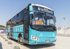 Itinéraire et bus touristique sur les rues d'Istanbul L Transport Turquie Image stock