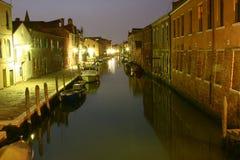 Itinerario del canale di Venezia di notte Immagini Stock Libere da Diritti