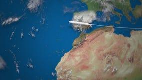 Itinerario del volo commerciale dell'aeroplano dal Dubai a New York sul globo della terra archivi video