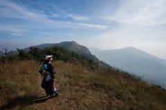 Itinerario di punta di trekking della montagna Fotografie Stock Libere da Diritti