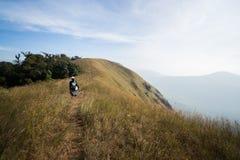 Itinerario di punta di trekking della montagna Fotografie Stock