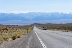 Itinerario 50 Nevada - la strada più sola degli Stati Uniti in America Immagini Stock Libere da Diritti