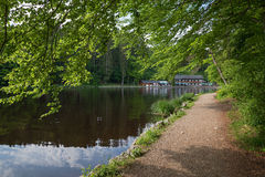 Itinerario per la camminata intorno al weiher del deininger, vista al giardino della birra Immagini Stock Libere da Diritti