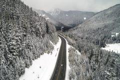 Itinerario scenico del bello di Snowy della montagna paesaggio della strada Immagine Stock Libera da Diritti