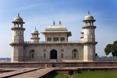 Itmad-Ud-Daulah的坟茔(婴孩Taj)在阿格拉,北方邦,印度 免版税库存照片