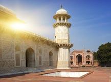 Itmad-Ud-Daulah的坟茔(婴孩Taj)在阿格拉,北方邦,印度 免版税库存图片