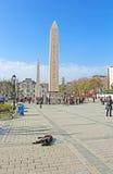 ITourists vicino all'obelisco all'ippodromo a Costantinopoli, Turchia Immagine Stock Libera da Diritti