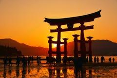 Itsukushima寺庙Torii门 免版税库存图片