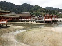 Itsukushima świątynia przy Miyajima wyspą Zdjęcia Royalty Free