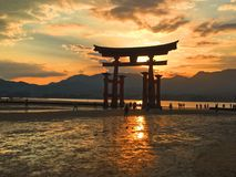 Itsukushima-Sonnenuntergang Stockfotos