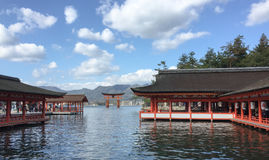 Itsukushimaheiligdom in Miyajima-eiland stock afbeeldingen