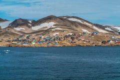 Ittoqqortoormiit - verre plaats in Oost-Groenland stock afbeeldingen