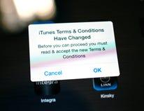 iTunes-allgemeine Geschäftsbedingungen haben Mitteilung geändert Stockfotos