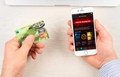 ITunes op Apple-iPhone 6 apparatenvertoning Stock Fotografie