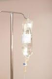 IV滴水袋子和杆 图库摄影